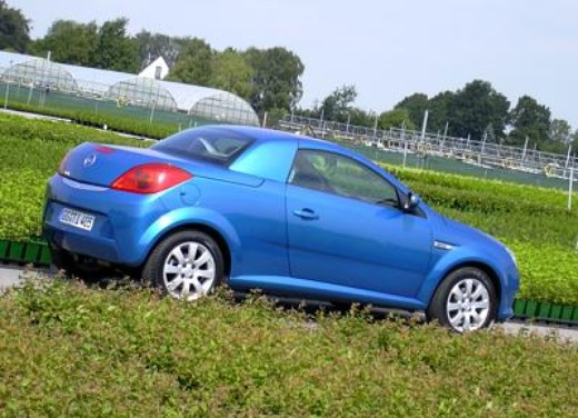 Opel Tigra Twin Top: Test Drive - Foto 4 di 8