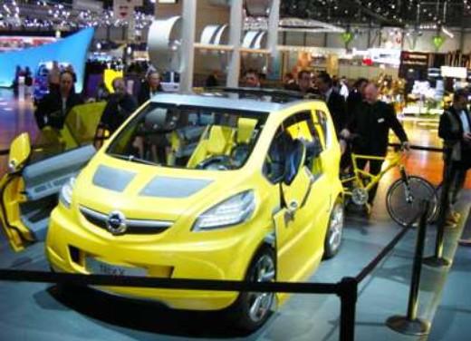 Opel a Ginevra 2004 - Foto 1 di 3