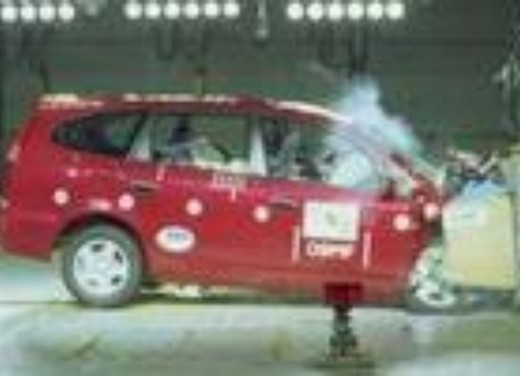 Crash test Honda Stream
