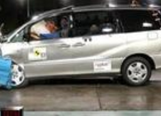 Crash test Toyota Previa