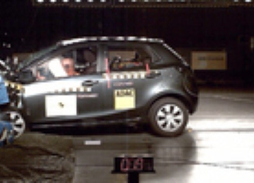 Crash test Mazda Mazda2