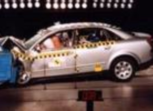 Crash test Audi Nuova A4 berlina