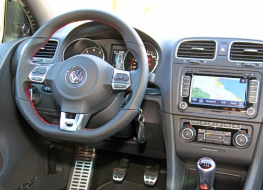 [IMG]https://foto.infomotori.com/photo/2009/03/24/cache/volkswagen_golf_gti_test15_restyling.jpg[/IMG]
