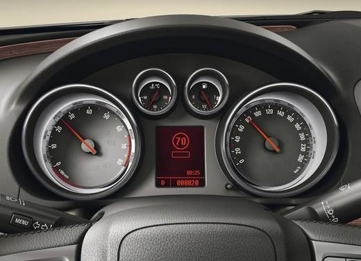 Opel Insignia GPL - Foto 25 di 39