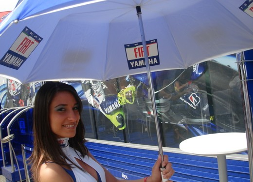 Fiat Yamaha Umbrella Girls - Foto 6 di 18