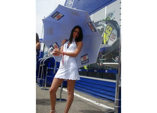 Fiat Yamaha Umbrella Girls - Foto 7 di 18