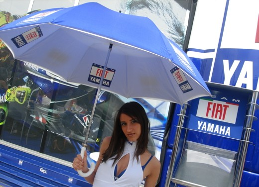 Fiat Yamaha Umbrella Girls - Foto 8 di 18