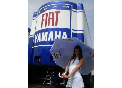 Fiat Yamaha Umbrella Girls - Foto 9 di 18