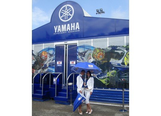 Fiat Yamaha Umbrella Girls - Foto 11 di 18