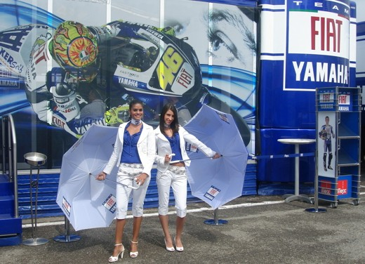 Fiat Yamaha Umbrella Girls - Foto 12 di 18