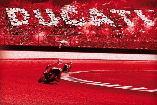 Tribune Ducati 2010