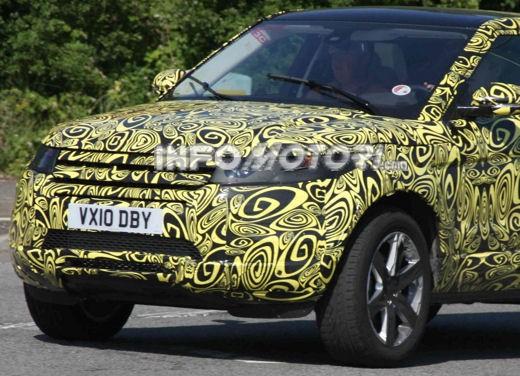 Land Rover LRX 5 porte spiata