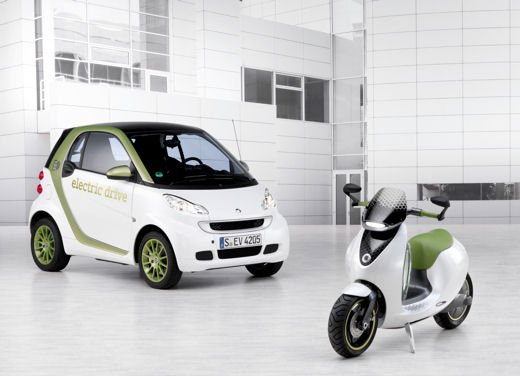 smart fortwo electric drive a Eicma 2010 - Foto 19 di 26