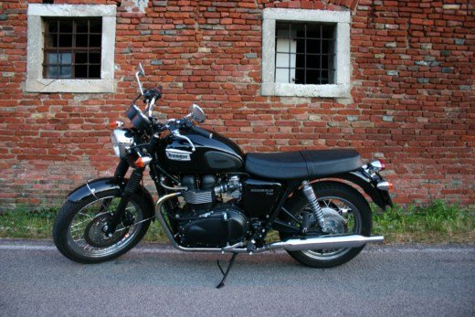 Triumph Bonneville T100 long test ride