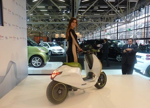 smart fortwo electric drive a Eicma 2010 - Foto 3 di 26