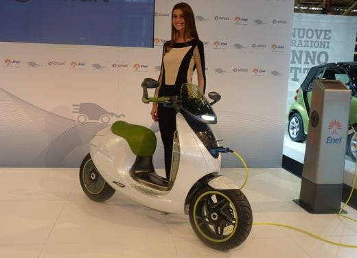 smart fortwo electric drive a Eicma 2010 - Foto 4 di 26