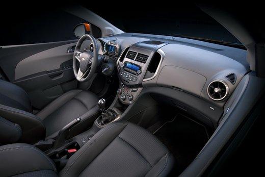Chevrolet Sonic - Foto 3 di 9