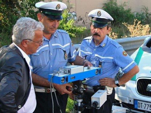 Limiti di velocità: servono regole chiare per una maggior sicurezza - Foto 1 di 8