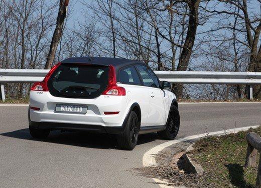 Volvo C30 Black Design: bicolore sportivo solo per l'Italia sotto i 20.000 euro - Foto 3 di 17