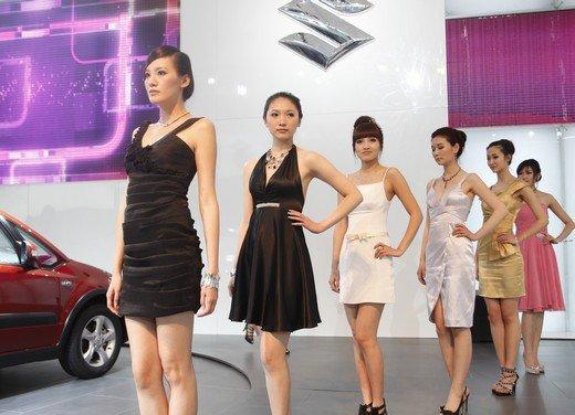 Salone Auto Shanghai 2011 – Girls 2 - Foto 18 di 26