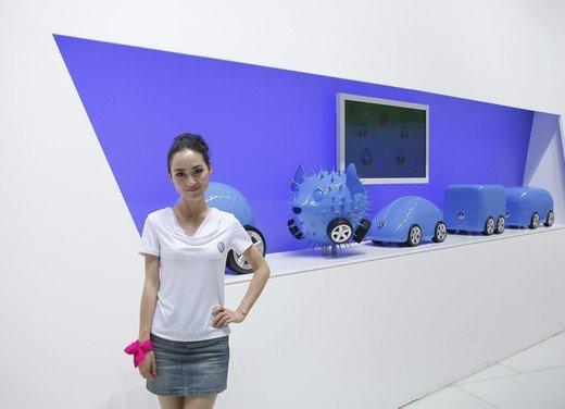 Salone Auto Shanghai 2011 – Girls 2 - Foto 20 di 26