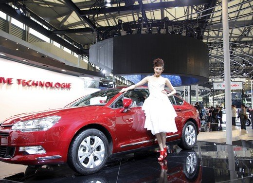 Salone Auto Shanghai 2011 – Girls 2 - Foto 5 di 26