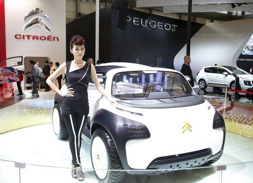 Salone Auto Shanghai 2011 – Girls 2 - Foto 21 di 26