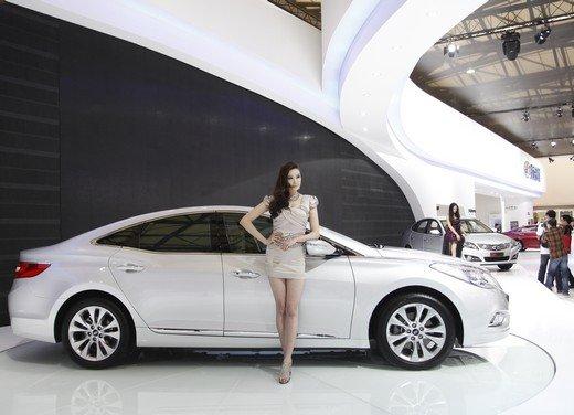 Salone Auto Shanghai 2011 – Girls 2 - Foto 23 di 26
