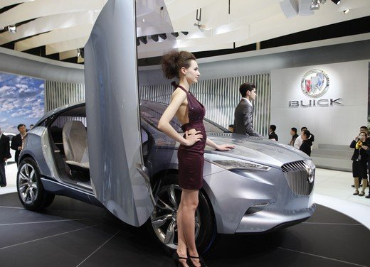 Salone Auto Shanghai 2011 – Girls 2 - Foto 25 di 26