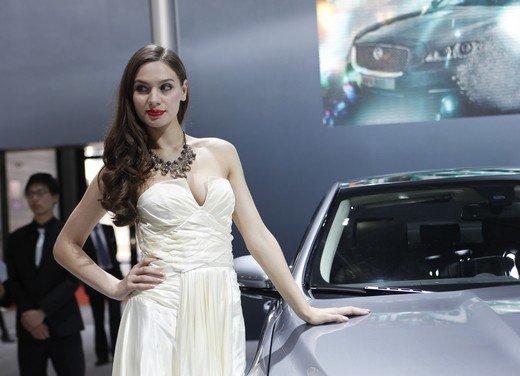 Salone Auto Shanghai 2011 – Girls 2 - Foto 8 di 26