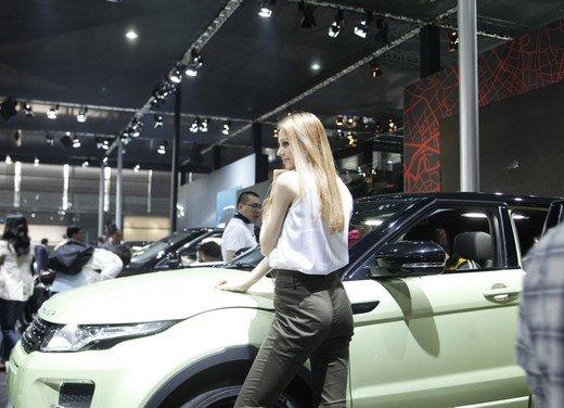Salone Auto Shanghai 2011 – Girls 2 - Foto 10 di 26