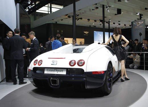 Bugatti Veyron Grand Sport Special Edition, supercar in esclusiva per la Cina - Foto 2 di 10
