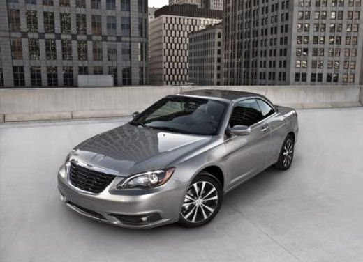 Chrysler 200 S e Convertible in anteprima al Salone di New York - Foto 4 di 7