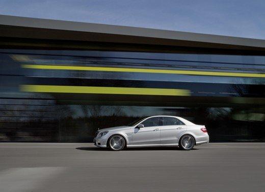 Mercedes E63 AMG con nuovo motore biturbo AMG V8 5.5 - Foto 2 di 12