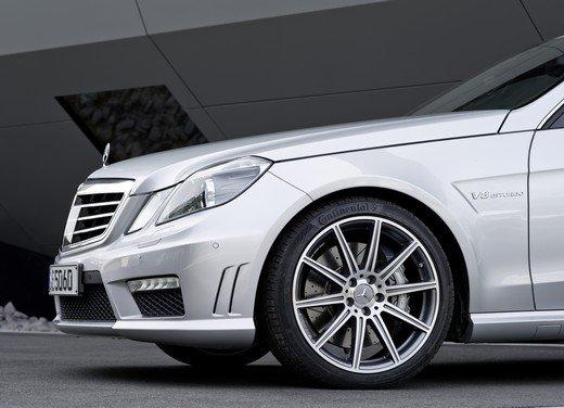 Mercedes E63 AMG con nuovo motore biturbo AMG V8 5.5 - Foto 7 di 12