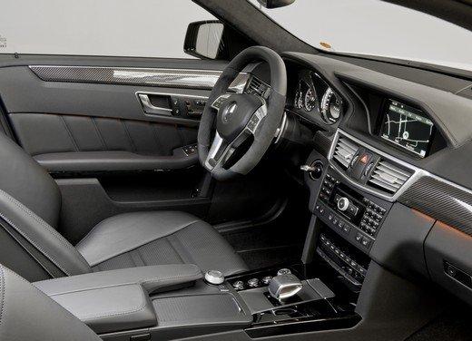 Mercedes E63 AMG con nuovo motore biturbo AMG V8 5.5 - Foto 9 di 12