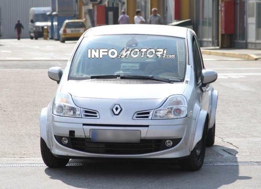 Renault Modus prime immagini spia della nuova generazione dell'MPV francese