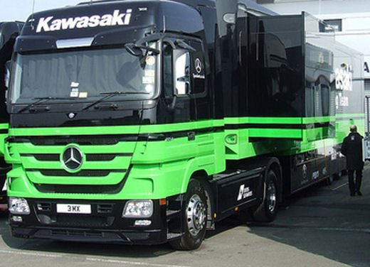Kawasaki Racing Team SBK: droga e armi in un camion