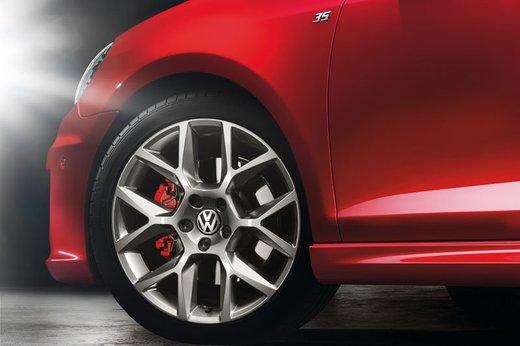 Volkswagen Golf GTI Edition 35, un'edizione limitata per celebrare il mito Golf - Foto 4 di 14