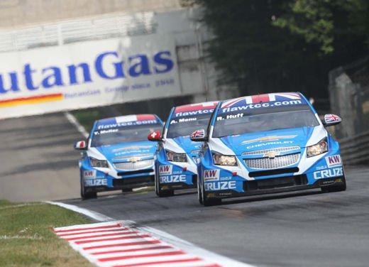 La Chevrolet Cruze fa due doppiette a Monza nel WTCC e fugge da Seat e BMW! - Foto 1 di 10