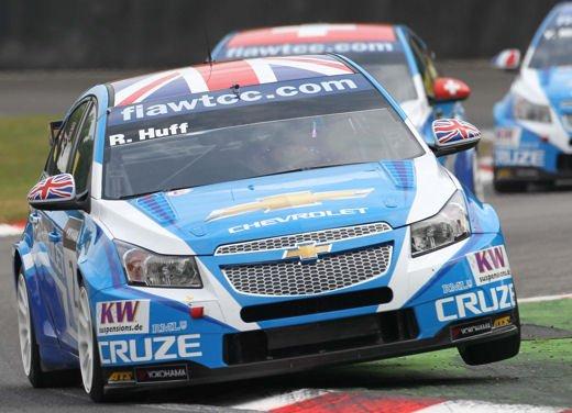 La Chevrolet Cruze fa due doppiette a Monza nel WTCC e fugge da Seat e BMW! - Foto 2 di 10