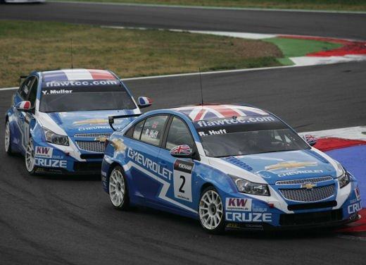 La Chevrolet Cruze fa due doppiette a Monza nel WTCC e fugge da Seat e BMW! - Foto 7 di 10