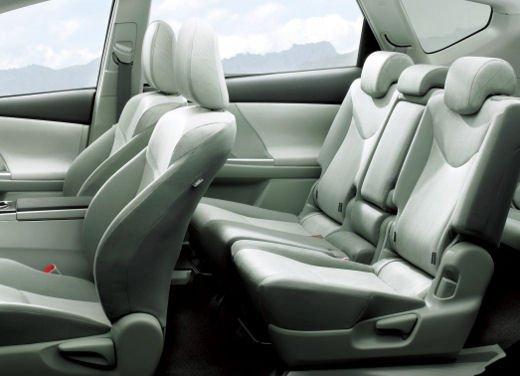 Toyota lancia il monovolume Prius Alpha che in Europa si chiama Toyota Prius + o Prius Plus - Foto 7 di 9