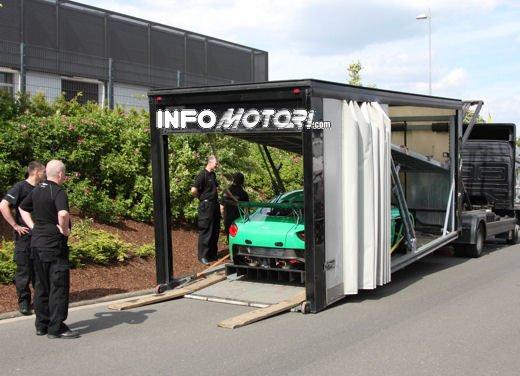 Aston Martin Zagato immagini spia della consegna al centro test del Nurburgring - Foto 5 di 10