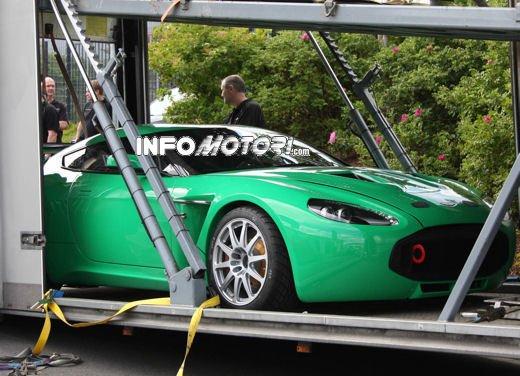 Aston Martin Zagato immagini spia della consegna al centro test del Nurburgring - Foto 6 di 10