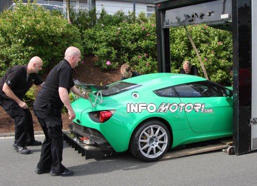Aston Martin Zagato immagini spia della consegna al centro test del Nurburgring - Foto 7 di 10