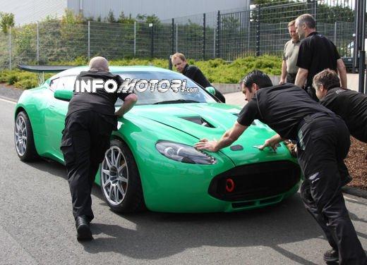 Aston Martin Zagato immagini spia della consegna al centro test del Nurburgring - Foto 8 di 10