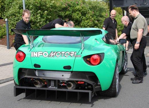 Aston Martin Zagato immagini spia della consegna al centro test del Nurburgring - Foto 9 di 10