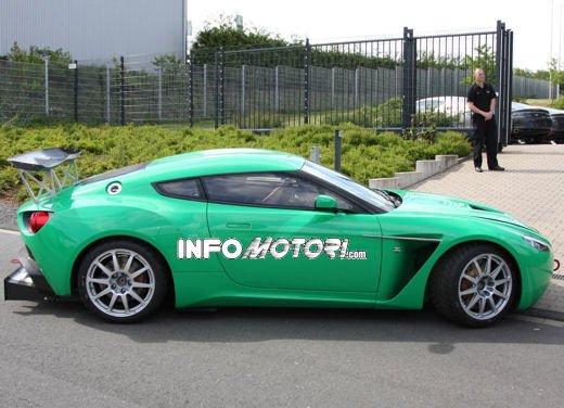 Aston Martin Zagato immagini spia della consegna al centro test del Nurburgring - Foto 2 di 10