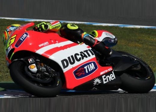 Ducati GP12 in pista al Mugello con Valentino Rossi e Franco Battaini - Foto 12 di 16